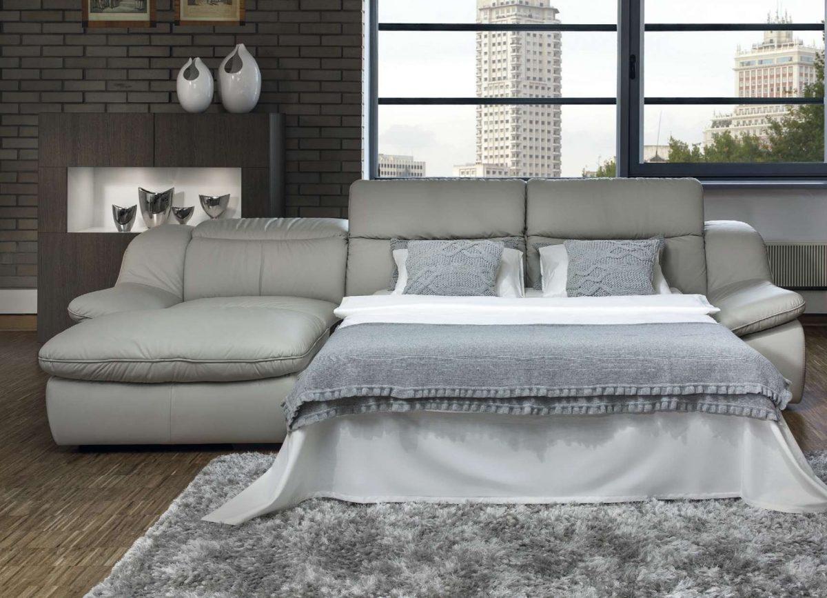 Как выбрать прямой диван для гостиной?